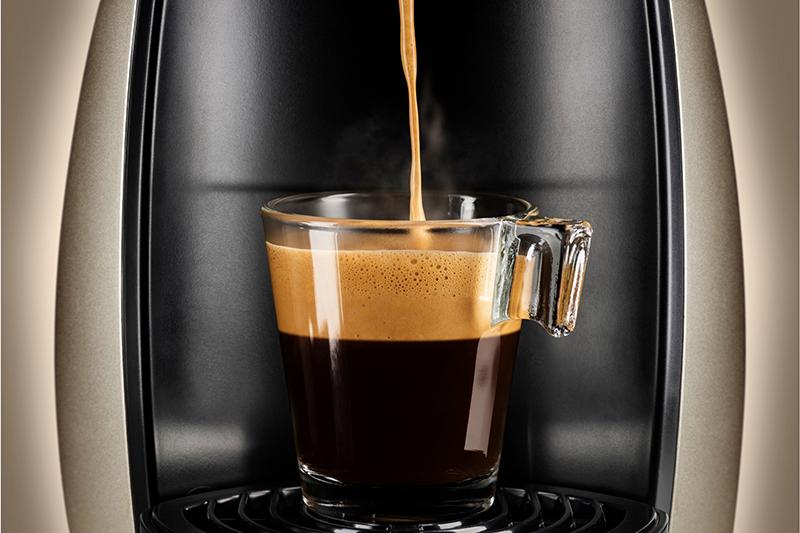 Cafetera haciendo café express